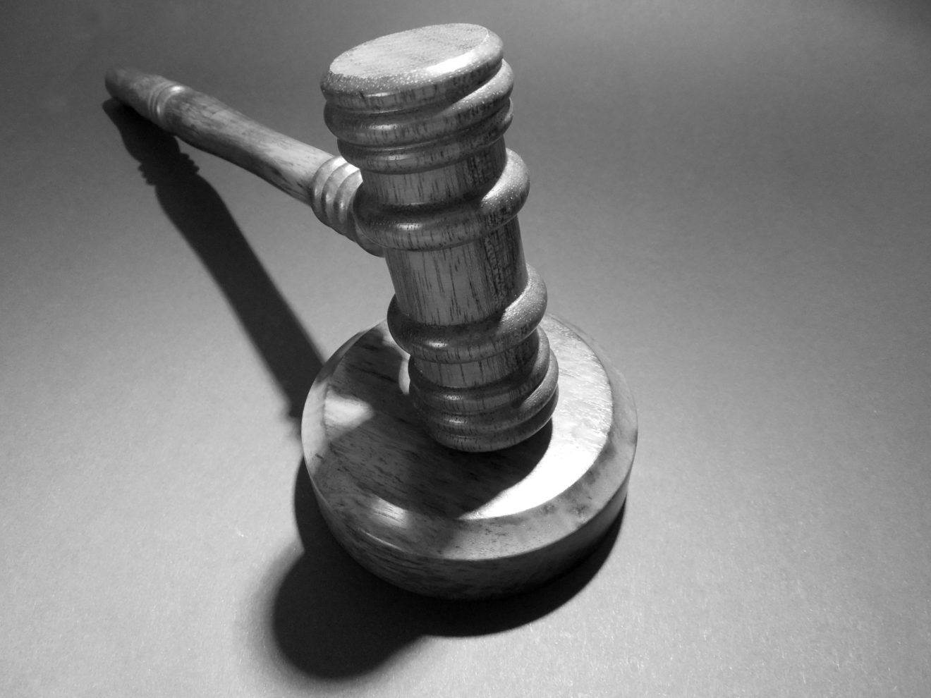 wheel-hammer-tap-justice-court-law-477111-pxhere.com